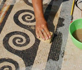 Cleaning of a mosaic